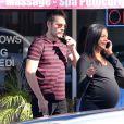 Zoe Saldana, très enceinte, sort d'un salon de manucure avec son mari Marco Perego à Beverly Hills, le 7 novembre 2014.