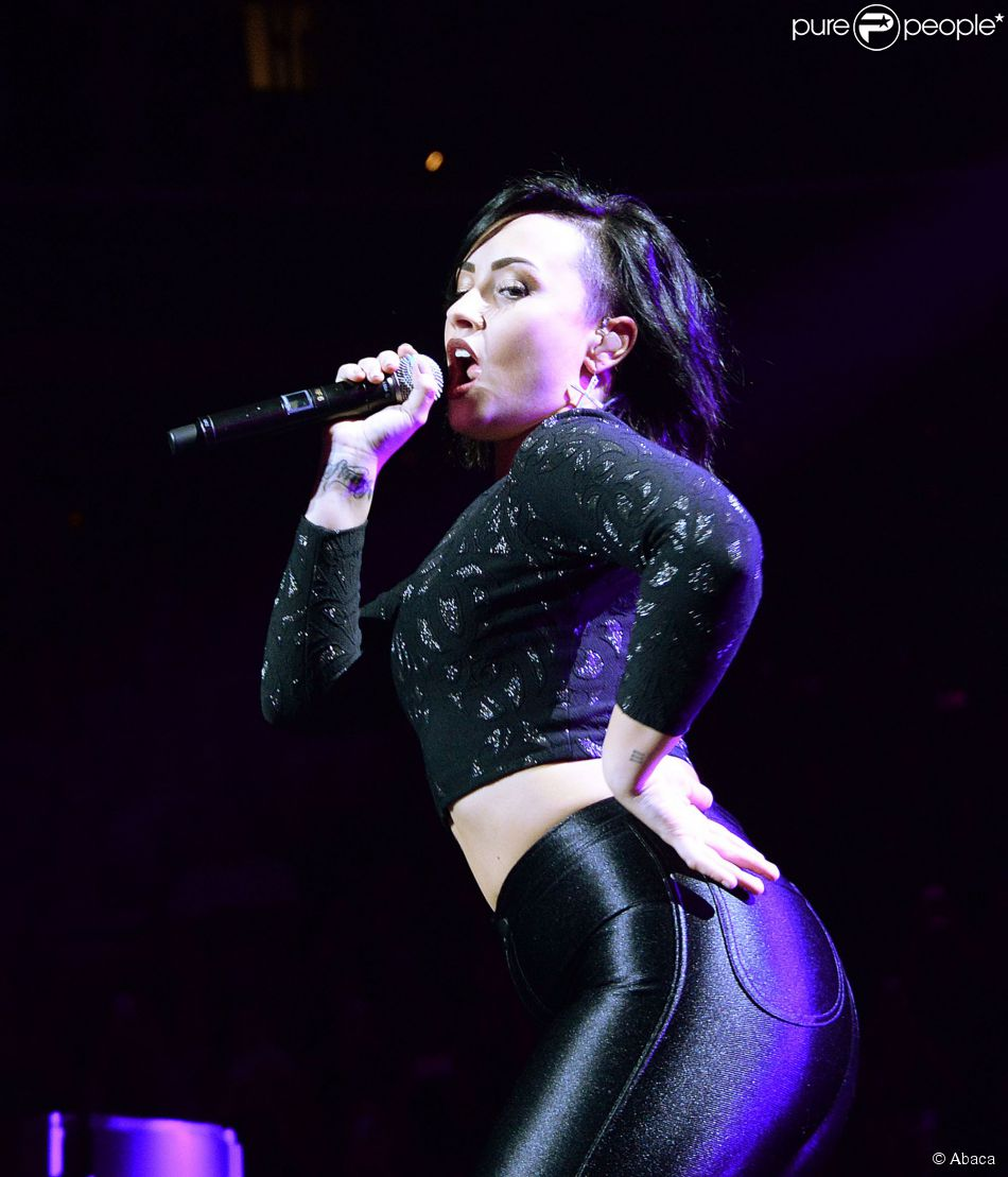 Demi Lovato preste lors du Jingle Ball de la station Hot 99.5 au Verizon Center. Washington, le 15 décembre 2014.