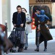 Olivier Martinez, sa femme Halle Berry et leur fils Maceo se baladent à Paris, le 20 décembre 2014.