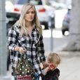Hilary Duff est allée chercher son fils Luca à son atelier d'éveil à West Hollywood, le 24 décembre 2014. Hilary Duff et son fils ont ensuite retrouvé Mike Comrie, son mari dont elle est séparée. Le couple tente de voir ce qui est le mieux pour eux vivre ensemble ou pas.