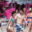 Mark Wahlberg, avec sa femme Rhea Durham et leurs enfants Ella Rae, Michael, Brendan Joseph et Margaret Grace, profitent de la plage lors de leurs vacances sur l'île de la Barbade, le 26 décembre 2014.