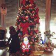 Emilie Nef Naf : sa petite Maëlla découvre les cadeaux sous le sapin à Noël