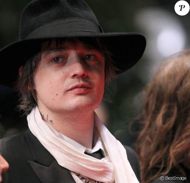 """Pete Doherty à la montée des marches pour le film """"Confessions d'un enfant du siècle"""" pendant le 65eme festival du film de Cannes le 20 mai 2012."""