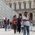 John Legend et Chrissy Teigen vont visiter le Louvre pendant leur séjour à Paris le 11 septembre 2014