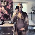 Stéphanie (Secret Story 4) est radieuse un mois avant son accouchement. Janvier 2015.