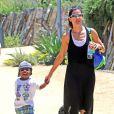 Exclusif - Sandra Bullock emmene son fils Louis au musee d'histoire naturelle a Los Angeles, le 28 juin 2013