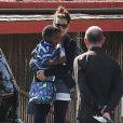 Sandra Bullock va chercher son fils Louis a l'ecole a Los Angeles, le 17 mai 2013