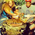 Beyoncé, Jay Z et leur fille Blue Ivy dans un zoo en Thaïlande. Janvier 2015.