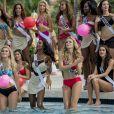 Les nombreuses prétendantes à l'élection Miss Univers, toutes en maillot de bain Yamamay pendant le défilé en bikini, pour l'élection Miss Univers, à piscine du Trump National, à Miami, le 14 janvier 2015
