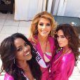 Camille Cerf pose en maillot de bain avec Maggaly Nguema (Miss Gabon) et Lisa Madden (Miss Irelande). Concours Miss Univers en Floride. Janvier 2015.