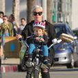 La star Pink et sa fille Willow font du vélo à Los Angeles, le 17 janvier 2015