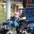 Pink et sa craquante fille Willow font du vélo à Los Angeles, le 17 janvier 2015