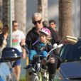 Pink et sa fille Willow font du vélo à Los Angeles, le 17 janvier 2015