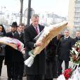 """Bruno Julliard et Bill de Blasio - Bill de Blasio, le maire de New York, est allé se recueillir devant le supermarché """"Hyper Cacher"""" porte de Vincennes, où a eu lieu la prise d'otages à la suite de l'attentat de Charlie le 9 janvier. Paris, le 20 janvier 2015"""