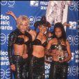 "Rozonda ""Chilli"" Thomas, Lisa ""Left Eye"" Lopes et Rozonda ""Chilli"" Thomas des TLC lors des MTV Music Awards à New York le 11 septembre 1999"