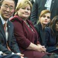 """Emma Watson, en présence du secrétaire général des Nations Unies Ban Ki-moon et de la premier ministre norvégienne Erna Sohlberg, participe à une conférence de presse """"UN Women"""" lors du 45e Forum Economique Mondial de Davos, le 23 janvier 2015."""