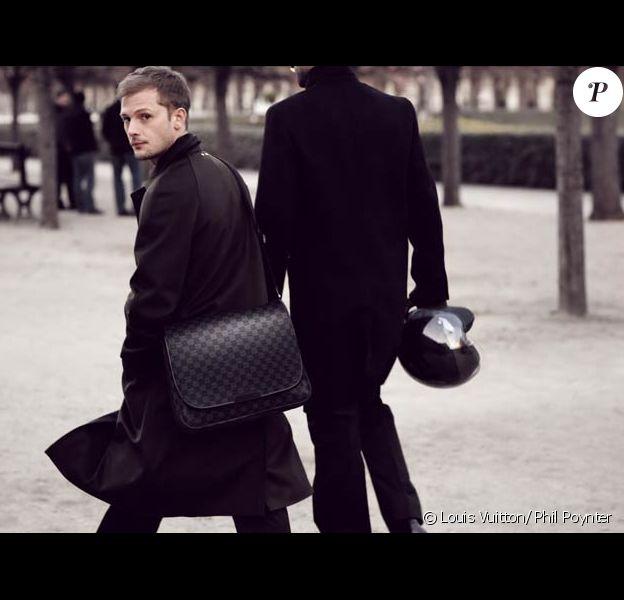 Nicolas Duvauchelle, mannequin de charme pour Louis Vuitton