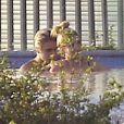 Exclusif - Justin Bieber et Hailey Baldwin profitent d'un après-midi détente dans la piscine du chanteur. Beverly Hills, le 21 janvier 2015.
