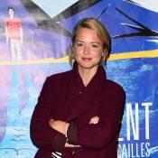 Virginie Efira, soutien de charme au côté d'Anaïs Demoustier