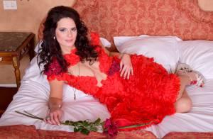 Livia Dushkoff : La bombe du Bachelor se dénude pour la Saint-Valentin