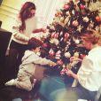 Claudia Galanti et son fils Liam en train de faire le sapin de Noël 2014... Claudia Galanti et son ex-compagnon Arnaud Mimran ont été confrontés à la mort de leur fille Indila, leur troisième enfant, dans la nuit du 2 au 3 décembre 2014... Photo Instagram Alessandra Garry.