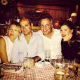 Claudia Galanti avec son nouveau compagnon, Tommaso Buti, et des amis à Gstaad en janvier 2015. Le top paraguayen retrouve le sourire après la mort de sa fille, Indila, 9 mois, dans la nuit du 2 au 3 décembre 2014. Photo Instagram.