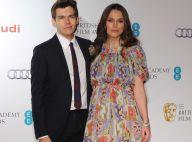 Keira Knightley enceinte : Beauté florale face à Stephen Fry et son jeune mari