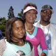 Whitney Houston, Bobby Brown et leur fille Bobbi Kristina à Disneyland à Anaheim, le 7 août 2004