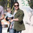 Exclusif - Drew Barrymore fait du shopping avec sa fille Frankie dans les bras à Los Angeles, le 8 janvier 2015