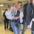 Drew Barrymore et sa fille Olive arrivent à l'aéroport de Los Angeles en provenance de New York, le 15 novembre 2014.