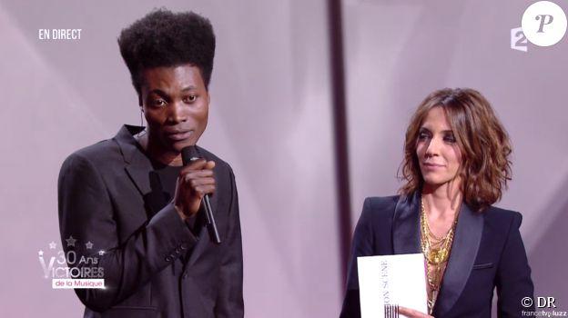 Benjamin Clementine aux 30e Victoires de la musique, au Zénith de Paris, le 13 février 2015.