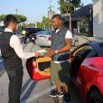 Exclusif - Ray J arrive en ferrari au restaurant Craig à Beverly Hills, le 9 août 2014. A son arrivée, Ray J a croisé le bus TMZ!