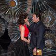 Idina Menzel et John Travolta lors de la 87e cérémonie des Oscars, le 22 février 2015 à Los Angeles