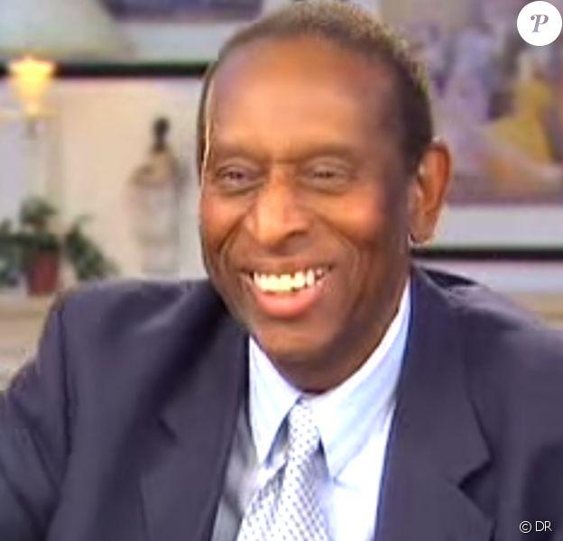 Earl Lloyd, premier Noir américain à jouer en NBA, est mort le 26 février 2015.