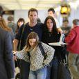 Courteney Cox et Johnny McDaid ainsi que Coco sont photographiés à LAX l'aéroport de Los Angeles le 25 février 2015