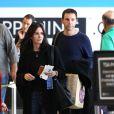 L'actrice Courteney Cox et Johnny McDaid ainsi que Coco sont photographiés à LAX l'aéroport de Los Angeles le 25 février 2015