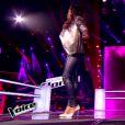 Azania Noah et Léah en battle dans The Voice 4 sur TF1, le samedi 28 février 2015