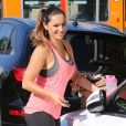 Kelly Brook, très souriante, à la sortie de son cours de pilates à West Hollywood, le 25 février 2015