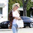Jennie Garth sort du salon de beauté Byron Williams à Beverly Hills, le 26 mars 2014.