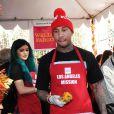 """Tyga, Kylie Jenner - Les volontaires de la """"Los Angeles Mission"""" servent un repas aux sans-abris, à Los Angeles, le 26 novembre 2014."""