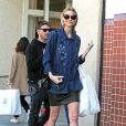 Jaime King enceinte de son 2ème enfant, fait du shopping à Beverly Hills, le 19 février 2015.