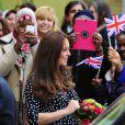 La duchesse Catherine de Cambridge, enceinte de huit mois, visitait le 18 mars 2015 le foyer pour enfants Brookhill Children's Centre, à Woolwich, dans la banlieue est de Londres, notamment pour voir le travail qu'effectue l'association Home-Start auprès de parents vulnérables.