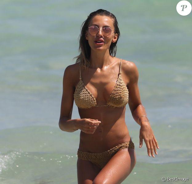 Alessia Tedeschi profite d'un après-midi ensoleillé sur une plage de Miami. Le 17 mars 2015.