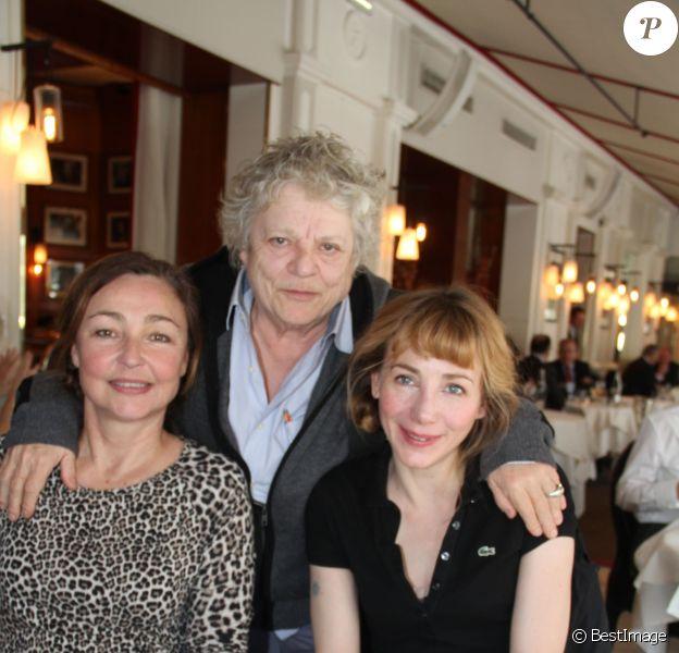 """Exclusif - Josée Dayan, Catherine Frot et Julie Depardieu déjeunent ensemble pour préparer le tournage de """"La tueuse caméléon"""", une fiction pour France 2 au restaurant Fouquet's à paris le 18 mars 2015"""