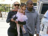 North West : Adorable ballerine dans les bras de Kim Kardashian et Kanye West