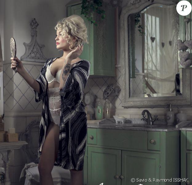 Aurélie Dotremont : très sexy en lingerie pour la dernière campagne Blooshop
