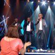 Denis Brogniart et les Magic System dans  La télé chante pour le Sidaction  sur France 2, le samedi 28 mars 2015.
