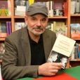 """Jean-Pierre Darroussin dédicace son livre à la librairie """" les furets du Nord """" à Valenciennes le 25 mars 2015."""