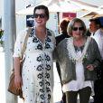 Milla Jovovich, enceinte, est allée déjeuner avec sa mère Galina à Los Angeles le 3 mars 2015.