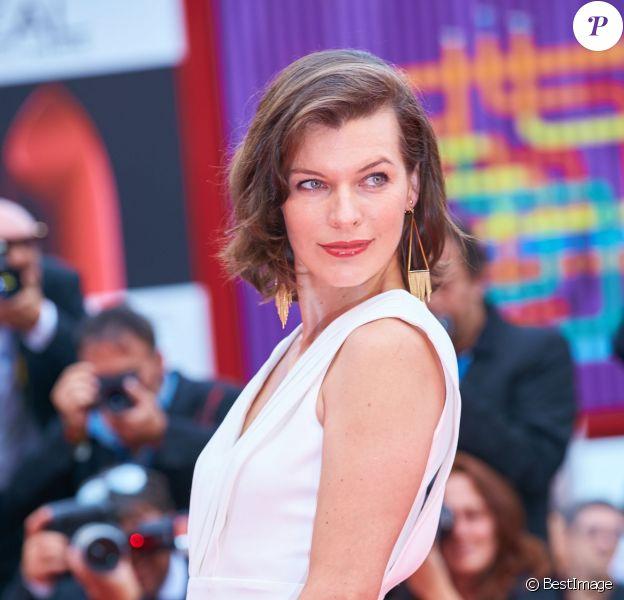 """Milla Jovovich (enceinte) (montre Jaeger-LeCoultre) - Première du film """"Cymbeline"""" lors du 71e festival international du film de Venise, la Mostra le 3 septembre 2014."""